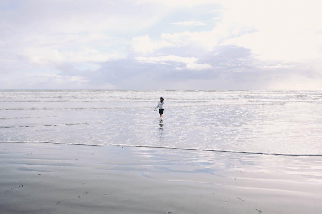 bagnasciuga, donna, litorale