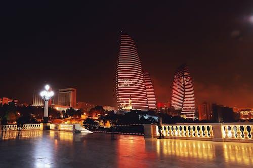 Gratis stockfoto met architectuur, avond, binnenstad, gebouwen
