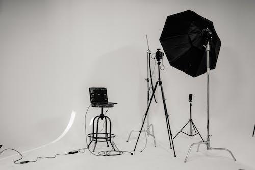 Darmowe zdjęcie z galerii z biznes, czarno-biały, fotografia, jasny