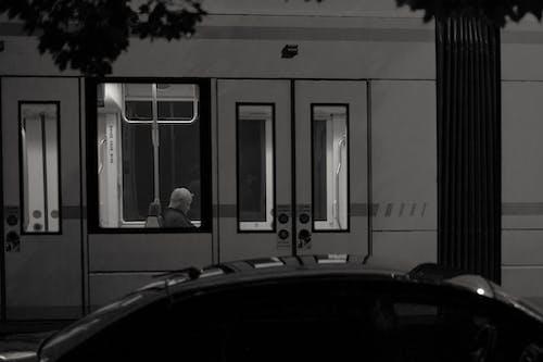 가벼운, 거리, 교통체계, 그레이스케일의 무료 스톡 사진