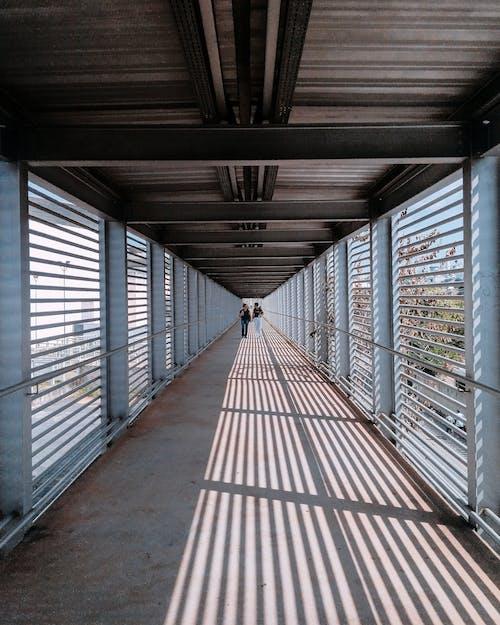 Kostnadsfri bild av arkitektur, dagsljus, design, gångbro