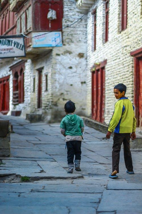 Základová fotografie zdarma na téma bratři, bratrství, cestování, dětství