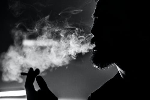 1000 Great Smoking Photos Pexels Free Stock Photos