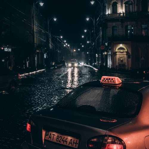 Gratis stockfoto met architectuur, auto's, autolampen, avond