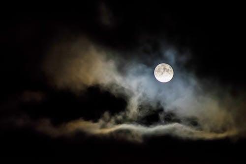 Foto stok gratis astronomi, awan, bulan, bulan purnama
