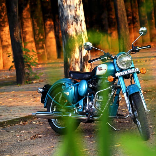 Gratis lagerfoto af cykel, motorcykel, parkeret, træ