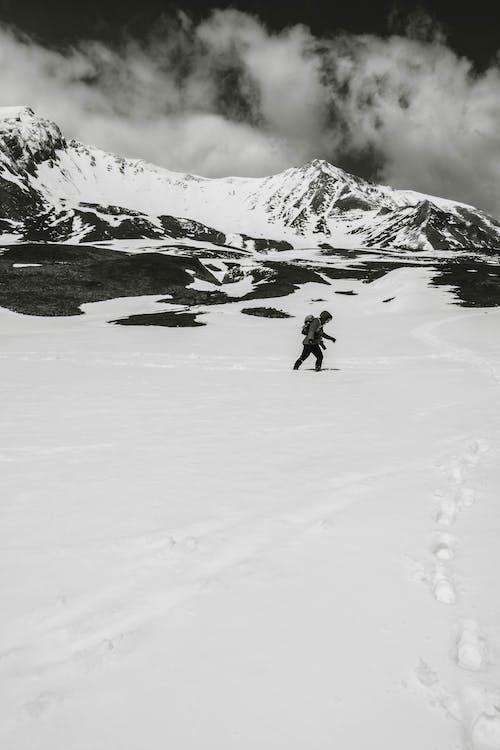 Δωρεάν στοκ φωτογραφιών με col des annes, άνθρωπος, ασπρόμαυρο, βουνό