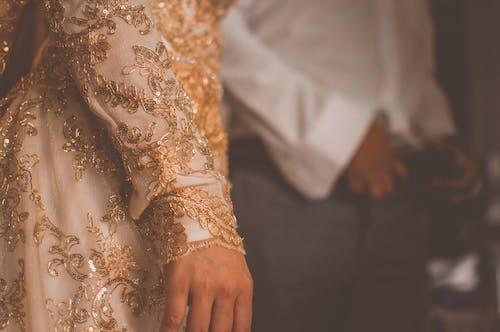 Foto profissional grátis de adulto, beca, borrão, casamento
