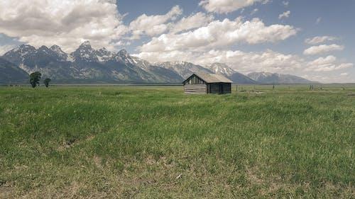 Δωρεάν στοκ φωτογραφιών με αγροικία, αγρόκτημα, βοσκοτόπι, βουνά