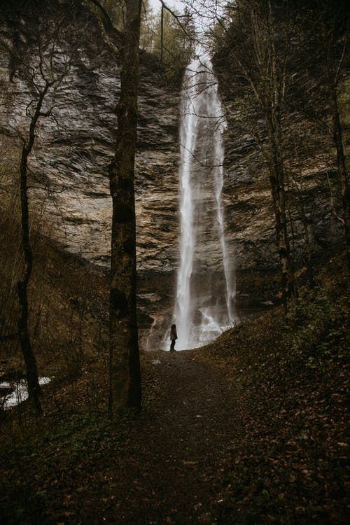 Бесплатное стоковое фото с водопад, водопады, гора, на открытом воздухе