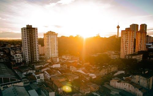 Vista A Volo D'uccello Della Città Durante L'alba