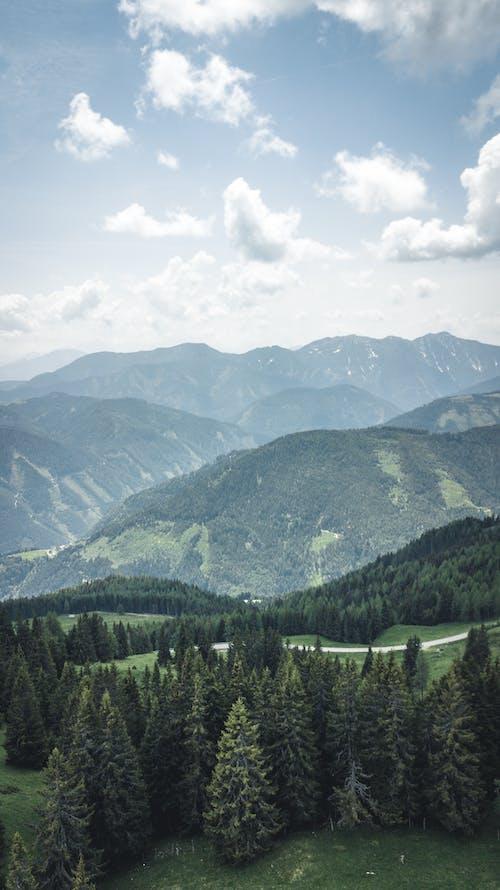 Vista Panorâmica Das Montanhas Durante O Dia