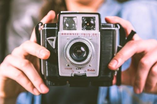 Foto d'estoc gratuïta de brownie twin 20, càmera, càmera antiga, càmera vella