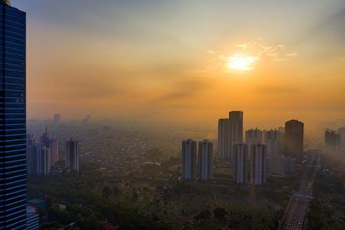 Fotografi Udara Pemandangan Kota Selama Golden Hour