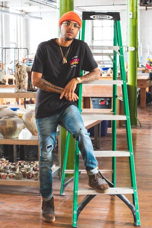 Imagine de stoc gratuită din artă, atelier de lucru, bărbat de culoare, blugi