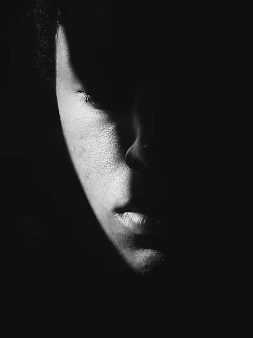 Gratis arkivbilde med ansikt, depresjon, fotoseanse, fyr