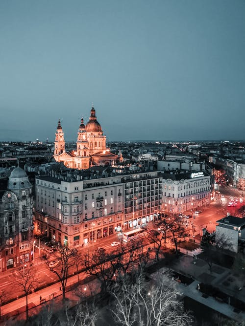 Gratis stockfoto met architectuur, avond, belicht, blauwe lucht
