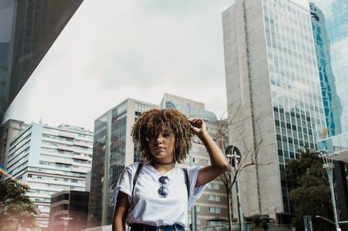 商業, 城市, 墨鏡, 女人 的 免费素材照片