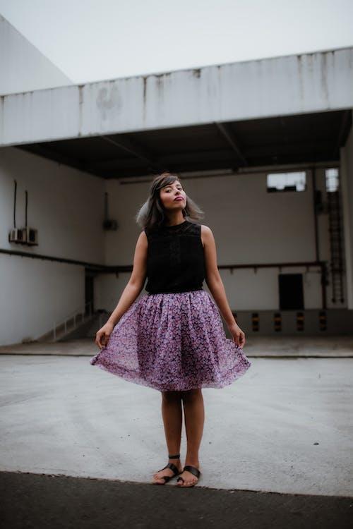 カジュアルウェアー, きれいな女性, ドレス