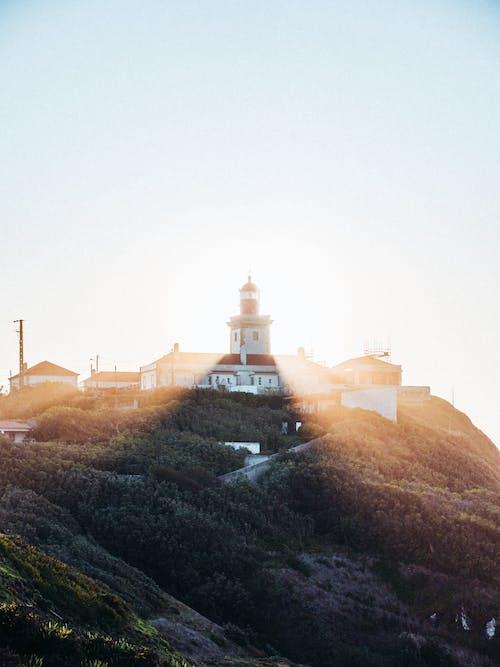 Photos gratuites de architecture, aube, brouillard, brumeux
