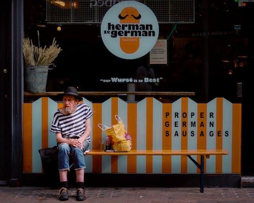 Gratis lagerfoto af ansigtsbehåring, butik, by, bænk