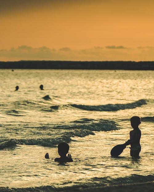 Foto profissional grátis de alvorecer, ao ar livre, beira-mar, céu