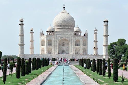 Majestic Taj Mahal during Daytime
