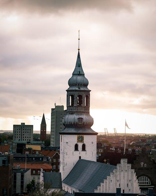 Foto stok gratis gereja di tengah aalborg