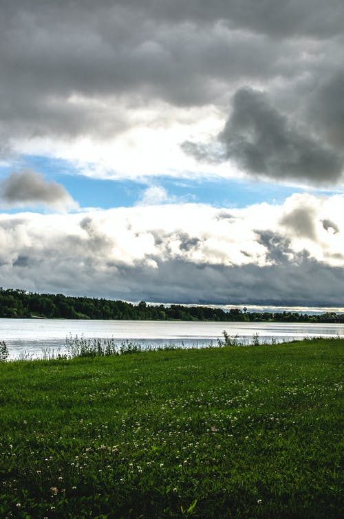 Gratis stockfoto met fotografie, gras, landschap, wolken