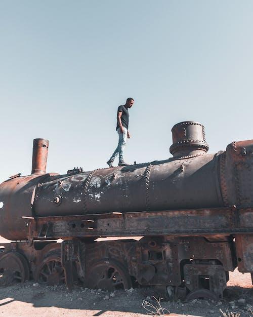 Ingyenes stockfotó antik, elhagyatott, Férfi, motor témában