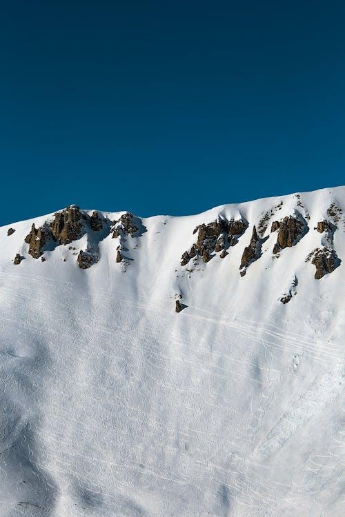 dağ, dağ doruğu, doğa, kar içeren Ücretsiz stok fotoğraf