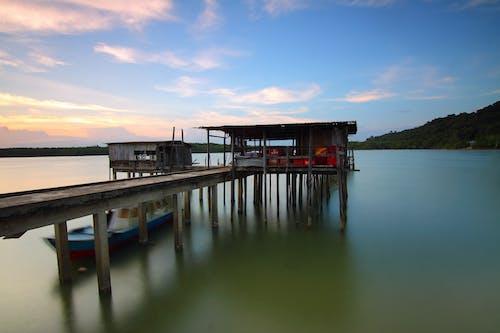 Foto d'estoc gratuïta de aigua, alba, capvespre, embarcador