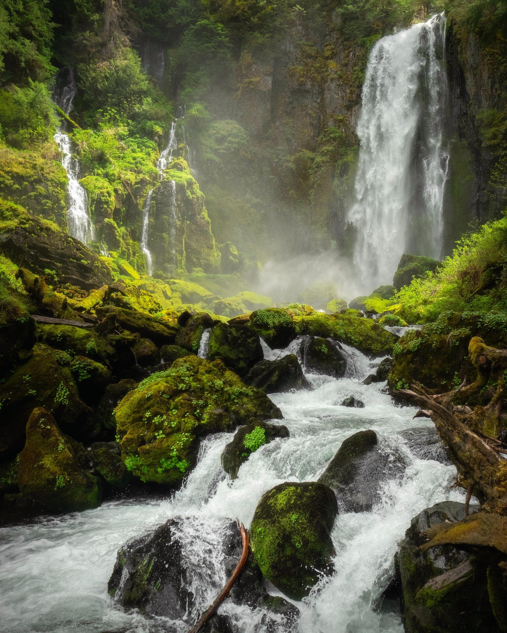 Fotografia Com Lapso De Tempo De Uma Cachoeira Fluente · Foto profissional gratuita