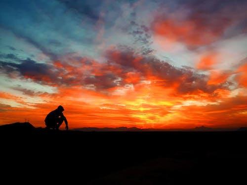 Kostenloses Stock Foto zu dämmerung, dramatisch, himmel, hinterleuchtet