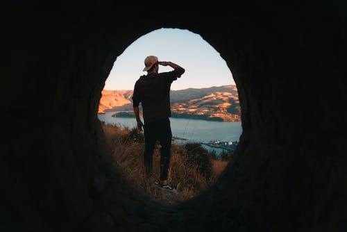 Ingyenes stockfotó alagút, álló kép, barlang, baseballsapka témában