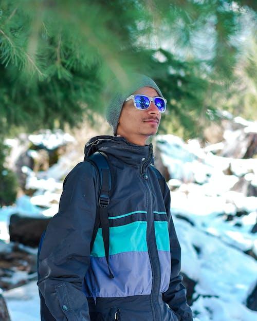 Foto d'estoc gratuïta de esbarjo, excursionista, fent excursionisme, home