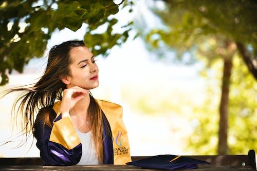 Foto profissional grátis de aluno, ao ar livre, aprendiz, árvore