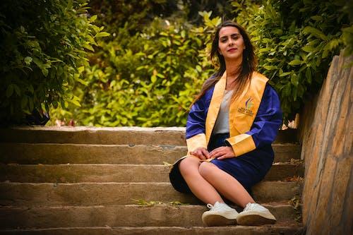 Fotobanka sbezplatnými fotkami na tému absolvent, akademické šaty, akademický titul, bruneta