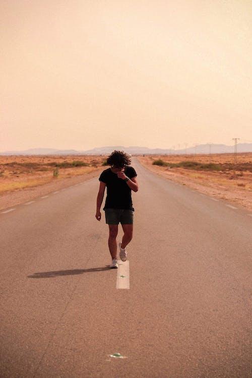 Photos gratuites de friche, homme, marcher, penser