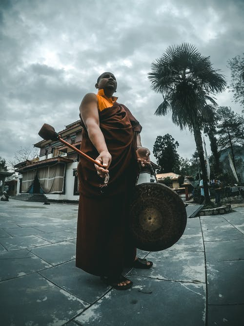 Immagine gratuita di abbigliamento tradizionale, alberi, architettura, buddista