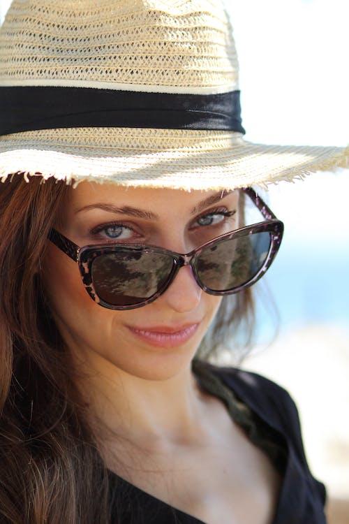 人, 墨鏡, 女人, 帽子 的 免费素材照片