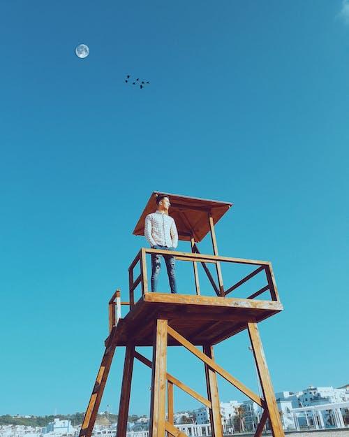 Δωρεάν στοκ φωτογραφιών με άνθρωπος, γαλάζιος ουρανός, διάθεση, δρόμος