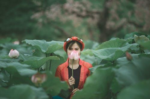 Gratis lagerfoto af blomster, folk, kvinde, person