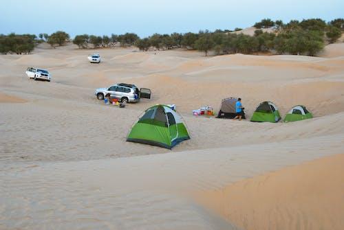 Fotobanka sbezplatnými fotkami na tému gril, Jeep, kemping, púšť