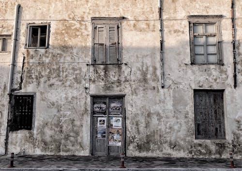 Gratis lagerfoto af arkitektur, bygning, dør, vinduer