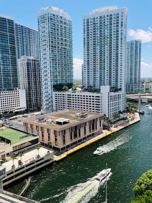 Ảnh lưu trữ miễn phí về ánh sáng ban ngày, bờ sông, các tòa nhà, cao