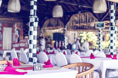 Бесплатное стоковое фото с банкет, сервировка стола, скатерть, стол