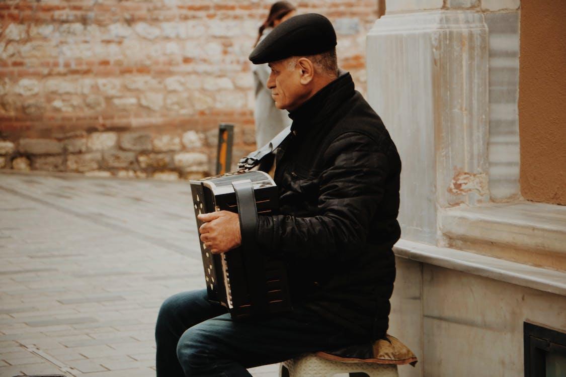 Pessoa Tocando Instrumento Musical Negro