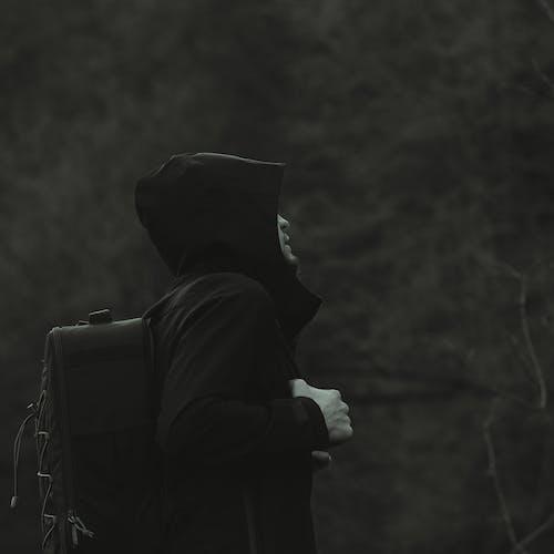 おとこ, ぼかし, ジャケット, バックパックの無料の写真素材