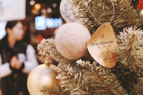 Foto d'estoc gratuïta de Adorns de Nadal, arbre de Nadal, boles de nadal, decoració nadalenca
